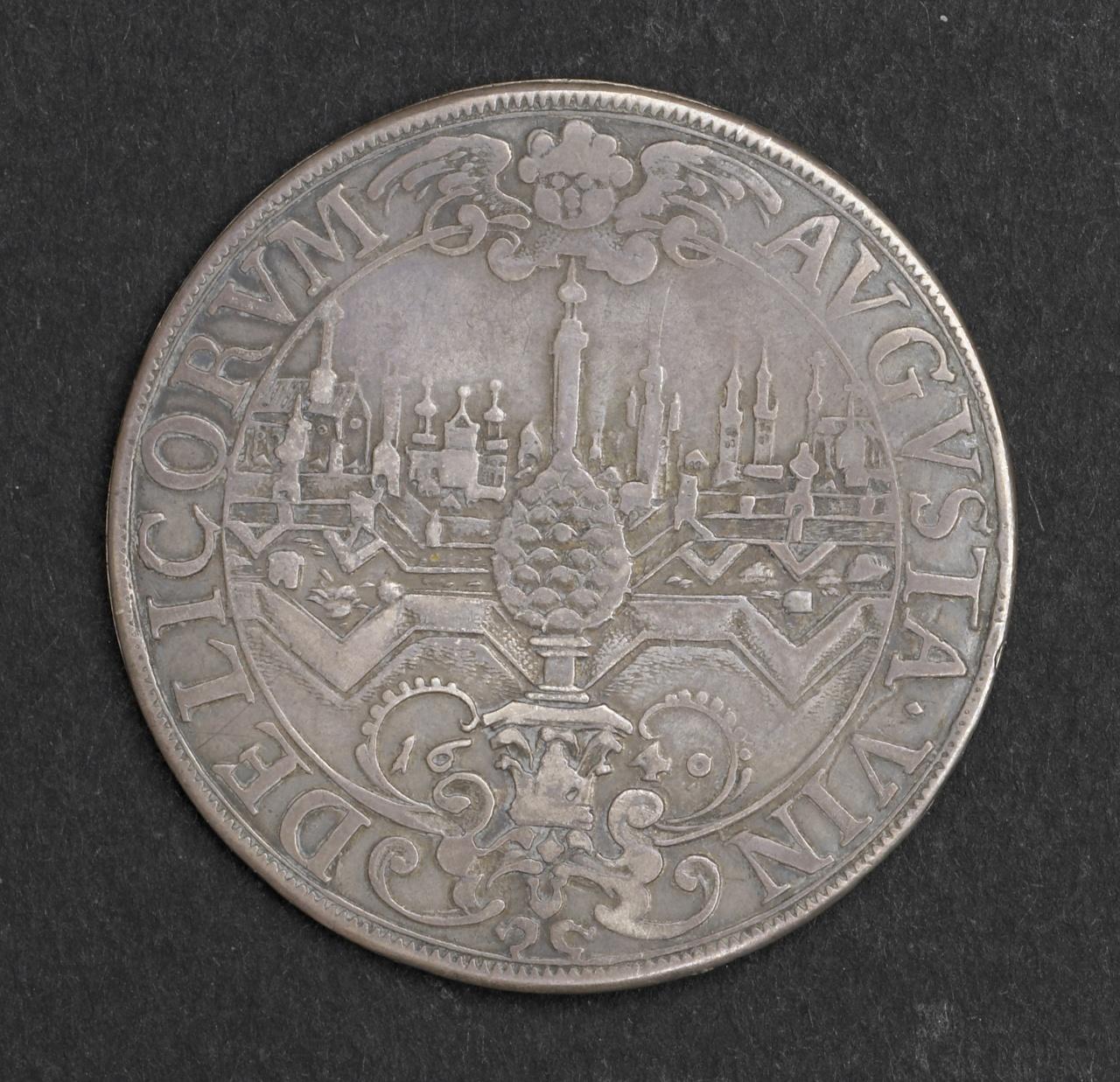 Zilveren schroefmedaille van oude munt
