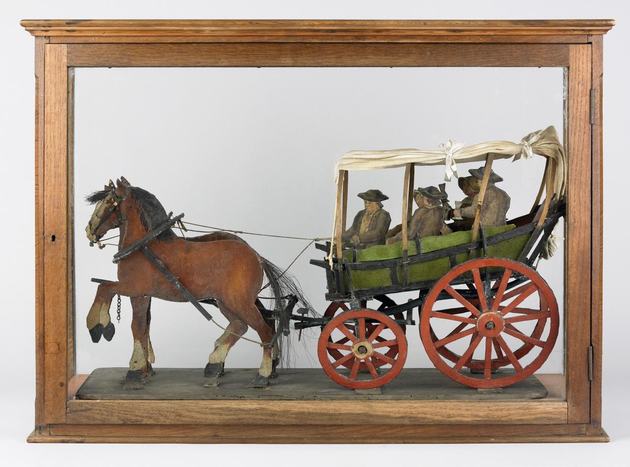 Model van Walcherse boerenwagen met spelerijders op achterplank