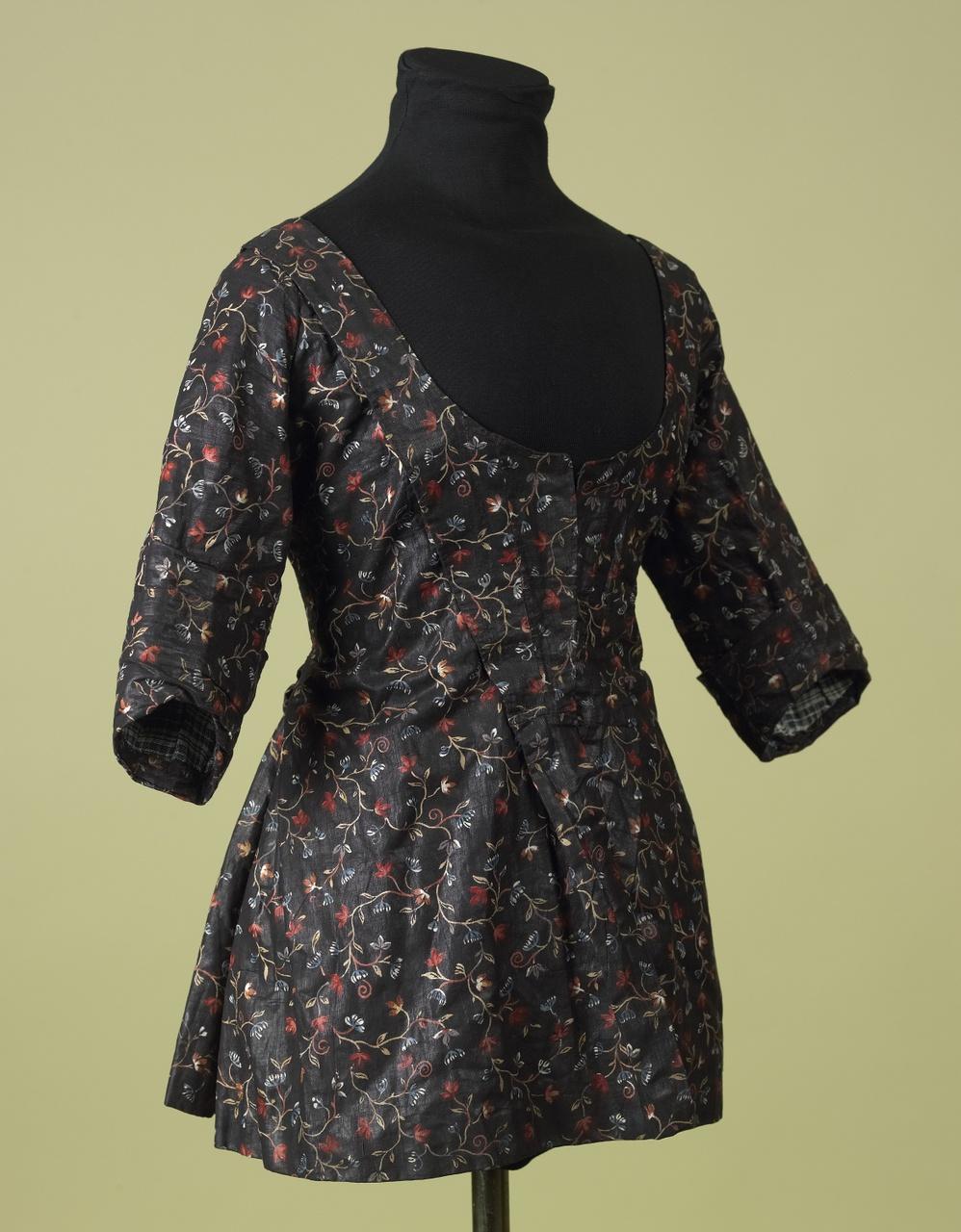 Bruin jak met gekleurde bloemmotieven
