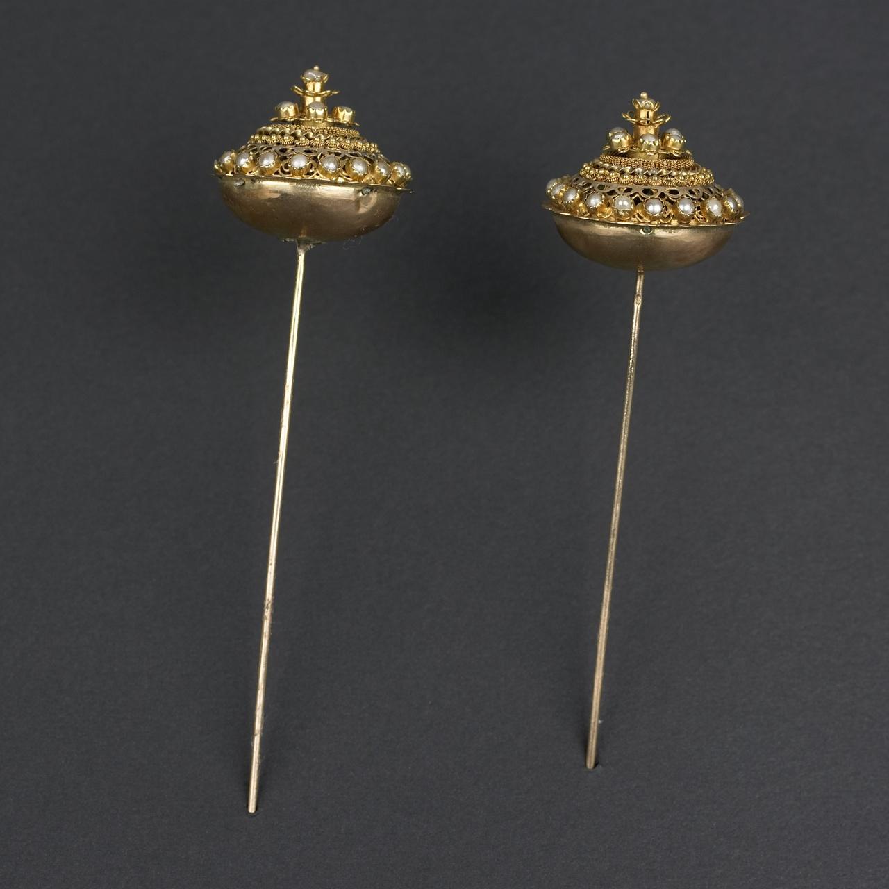 Mutsspelden met parels, Tholen of Noord-Beveland