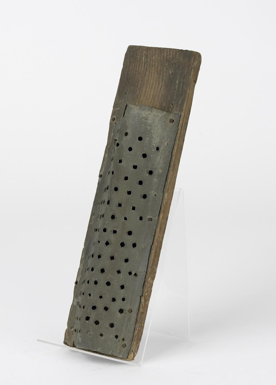 Rasp ijzer op hout, half gebogen