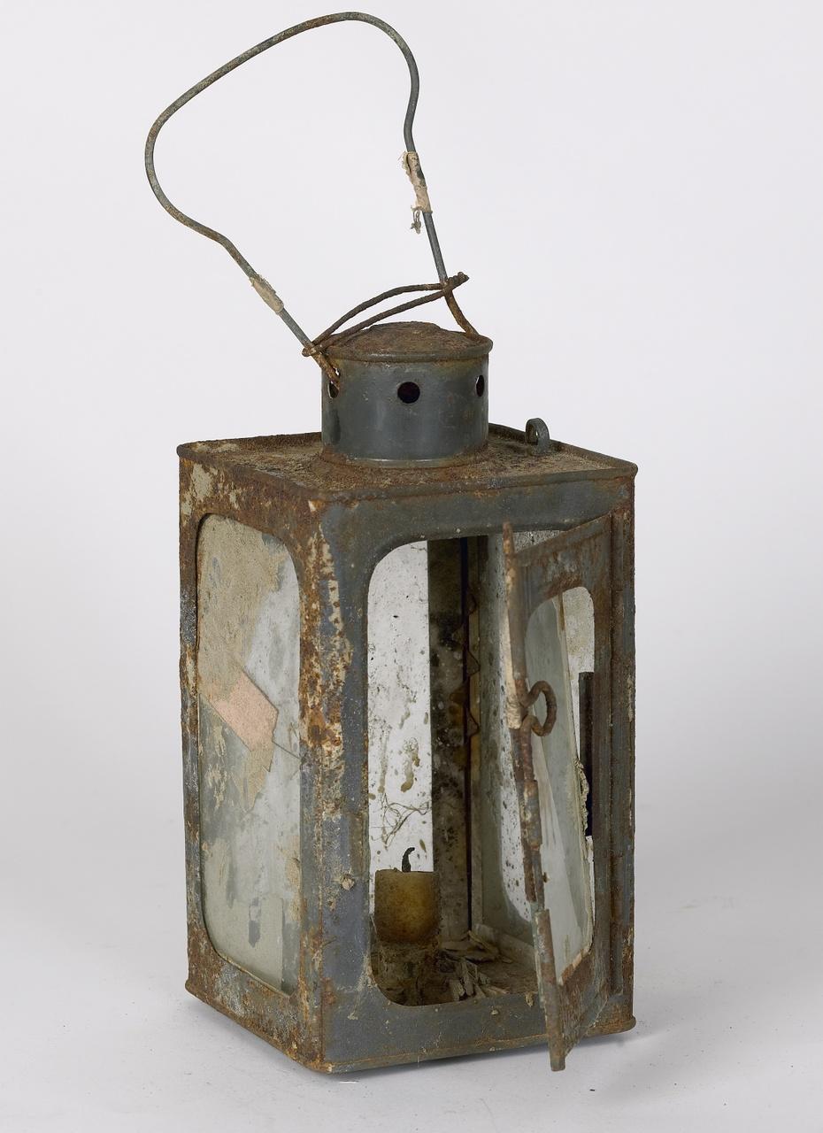 Looplamp gevonden na de watersnoodramp van 1953