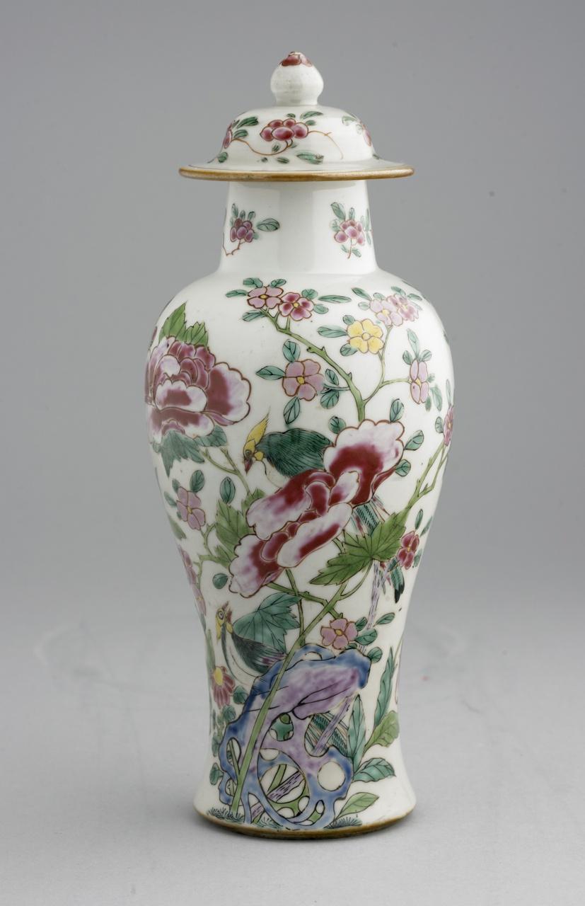 Vaas met deksel met vogels en bloeiende takken in Famille rose