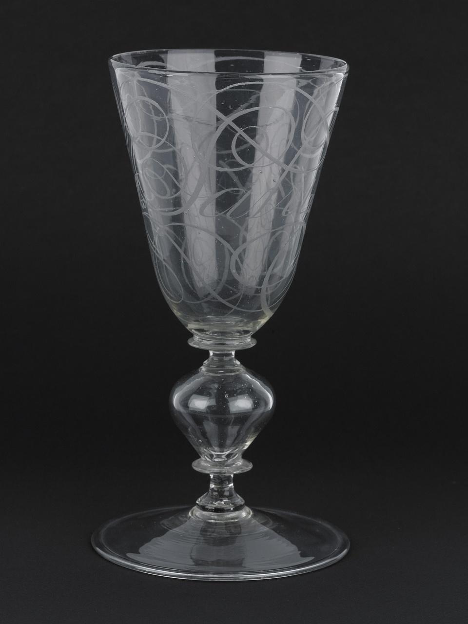 Kelkglas met diamantgravure, inscriptie: Salus praxeos [Heil van het succes], G. Panneel