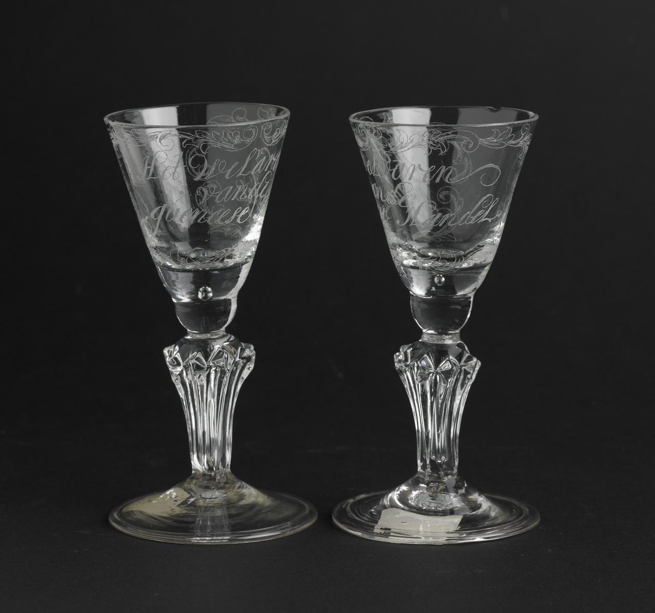 Kelkglas met diamantgravure, inscriptie: Het Welvaren van de gueneese Handel