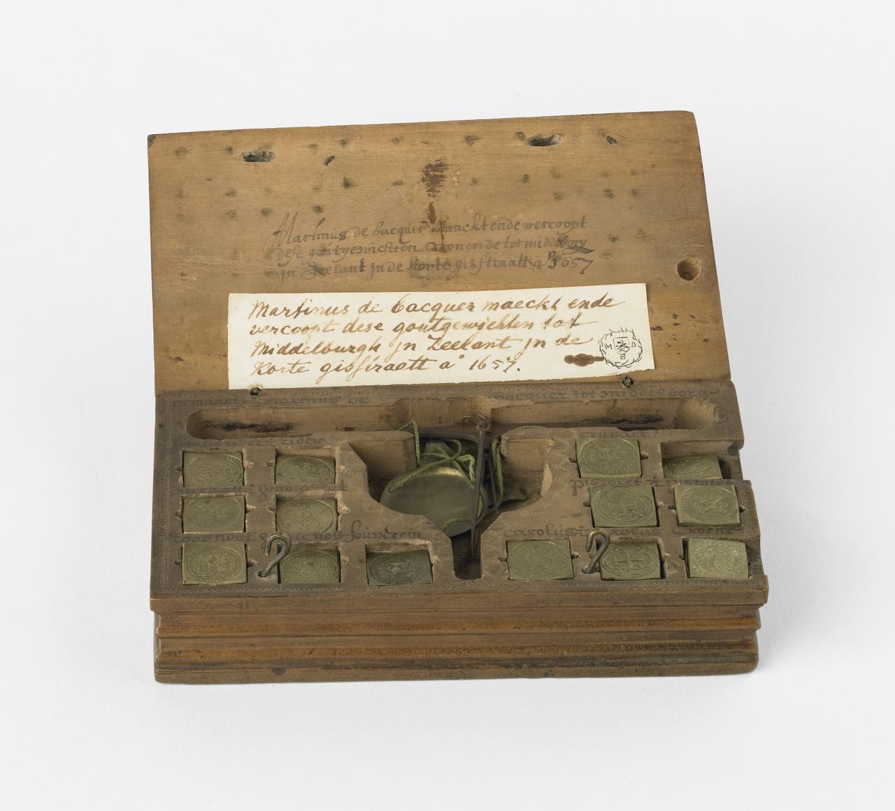Muntgewichtdoosje gemaakt in  Middelburg, Martinus de Bacquer