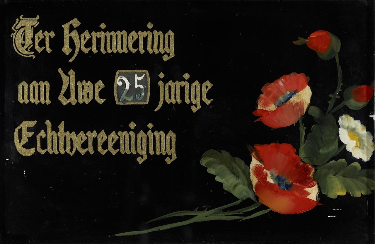 Plaquette met de tekst 'Ter herinnering aan Uwe 25 jarige Echtvereening'