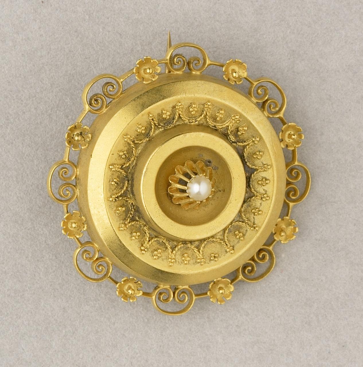 Gouden broche met filigrainwerk