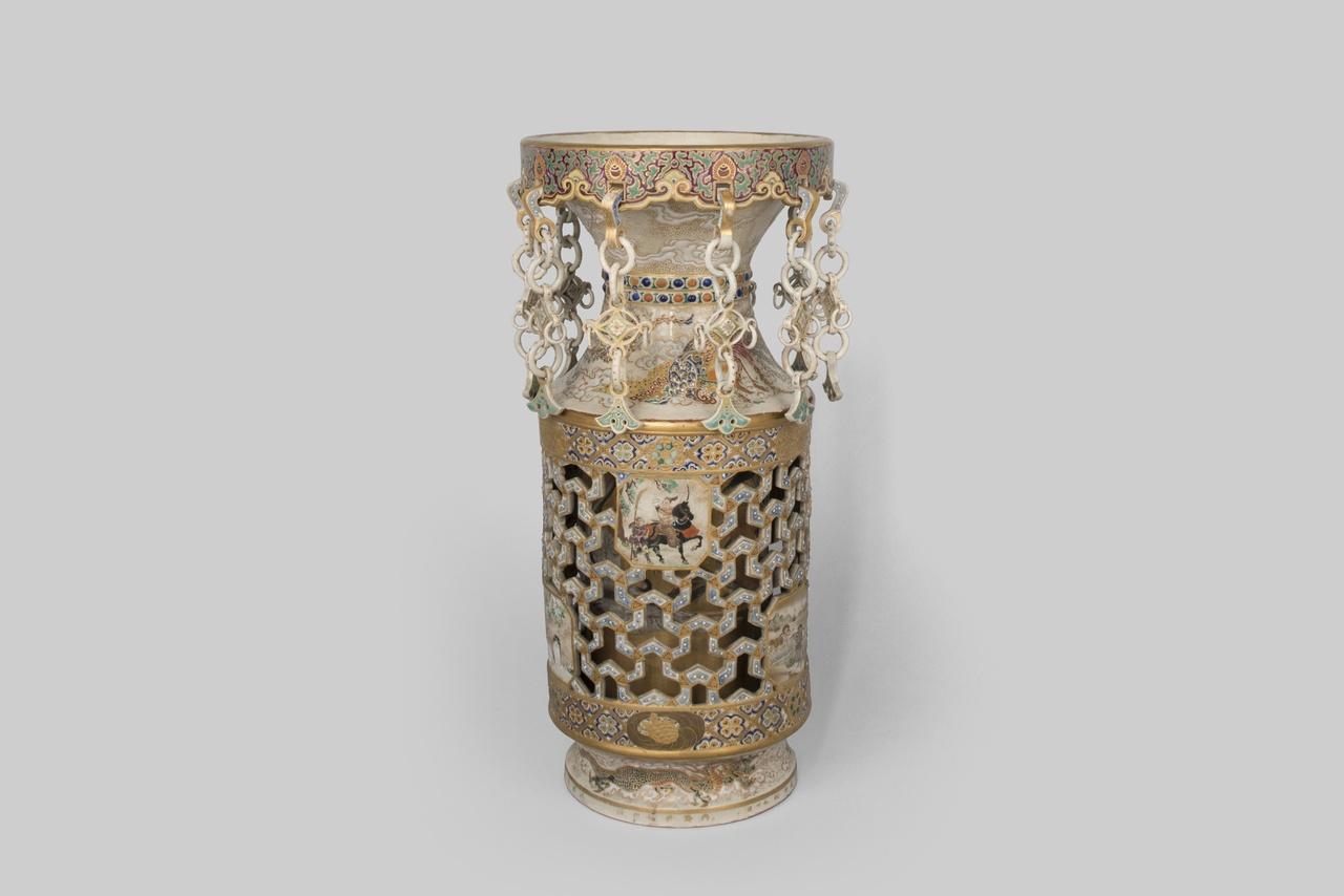 Object 8 - vaas, Japans geschenk aan prof. dr. P C Plugge (1847-1897), porselein, collectie Zeeuws Genootschap