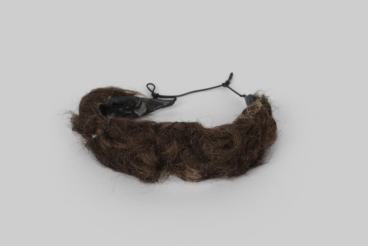 Object 12 - haarrol, mensenhaar, Noord-Beveland, 1850-1880, collectie Zeeuws Museum